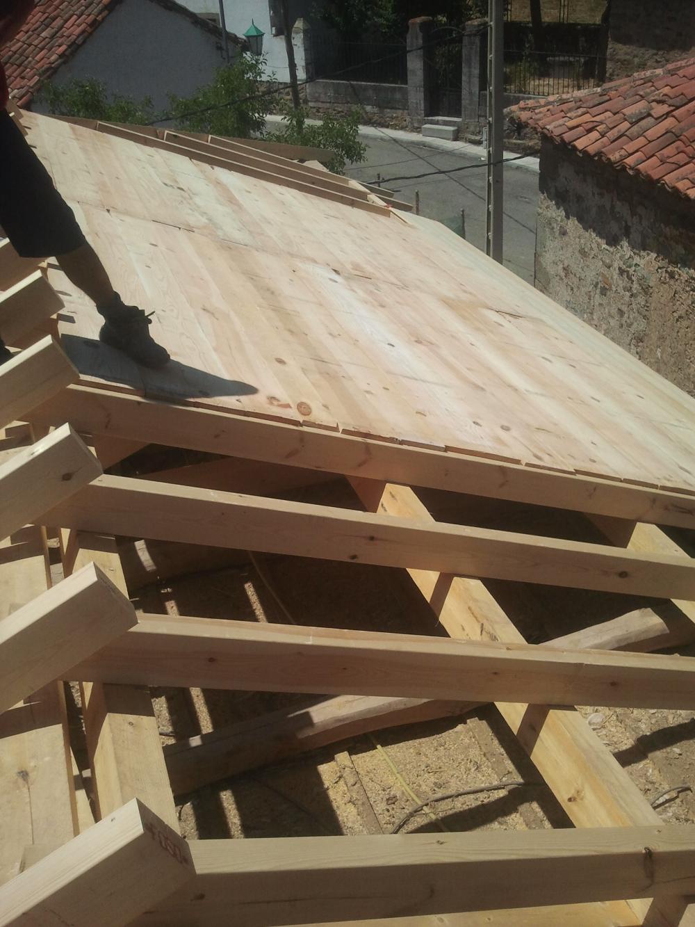 Cubiertas eduardo porches en ponferrada tejados y for Tejados de madera y teja