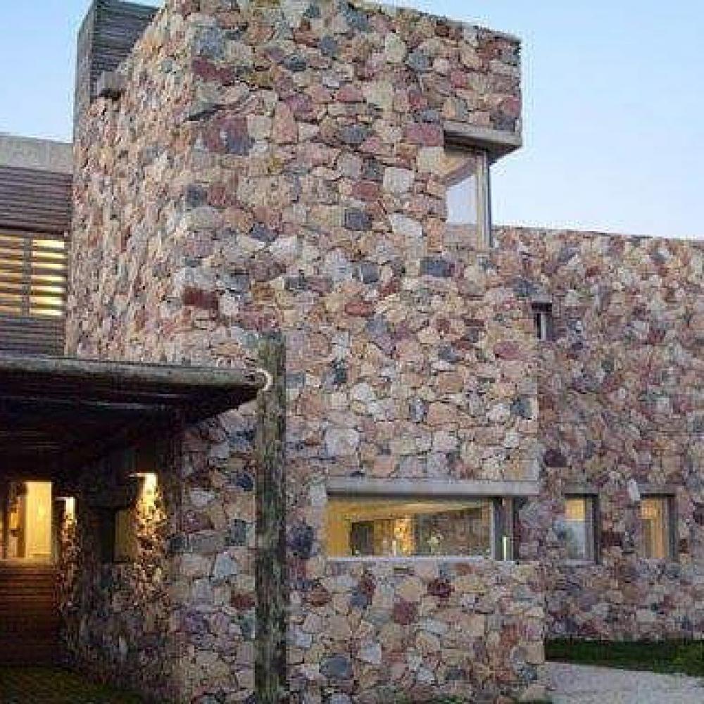 Fachadas chalets affordable hoy les presentamos la - Piedra caliza para fachadas ...