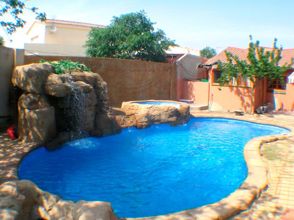 Piscinas barcelona cheap u cool gran zona comunitaria con piscinas a min de barcelona piscina - Piscina en barcelona ...