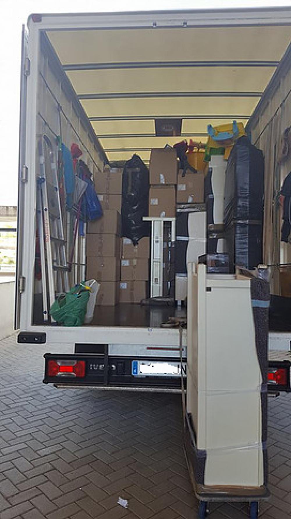 Mudanzas y guardamuebles hnos tapia mudanzas econ micas for Mudanzas oficinas madrid