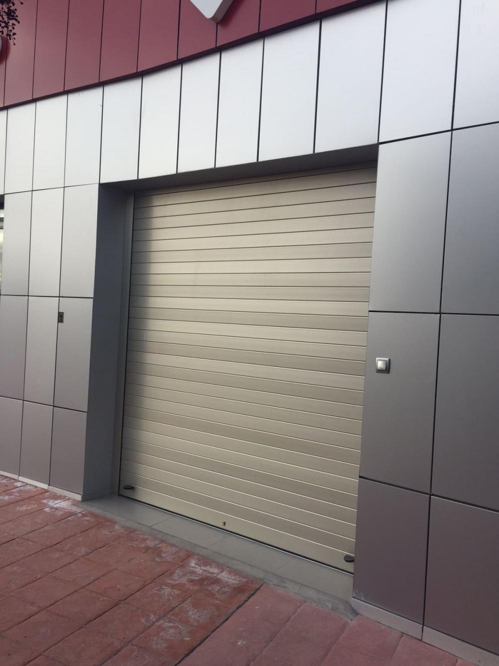 Precio puerta garaje seccional affordable un garaje de for Puerta garaje seccional precio