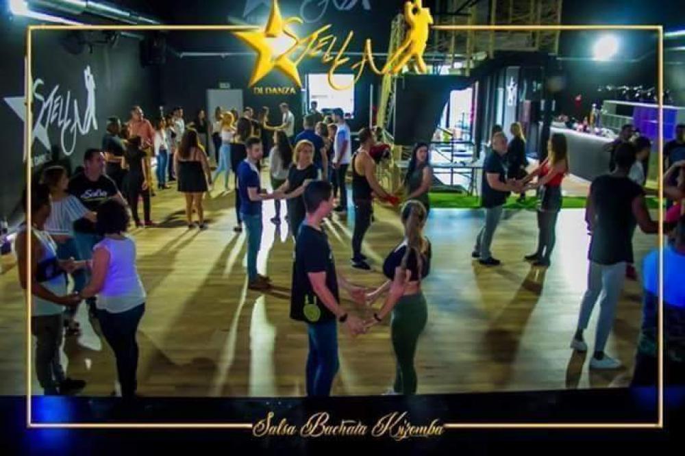 21d1bdd978f8 Clases de bachata y salsa en Parla. Academia de salsa en Parla. Academia de  bachata.
