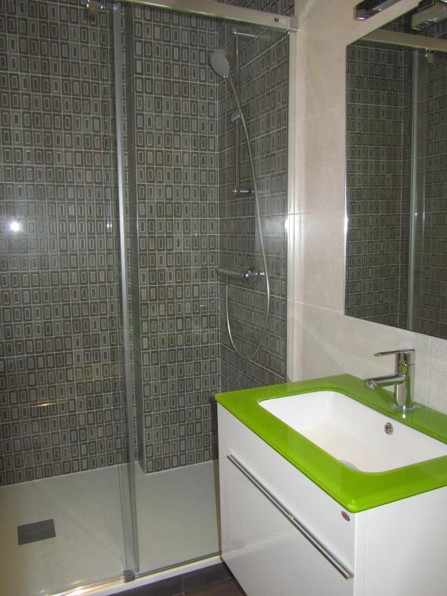 Reformarte altamirano instalaci n de tarima flotante en - Tarima plato ducha ...