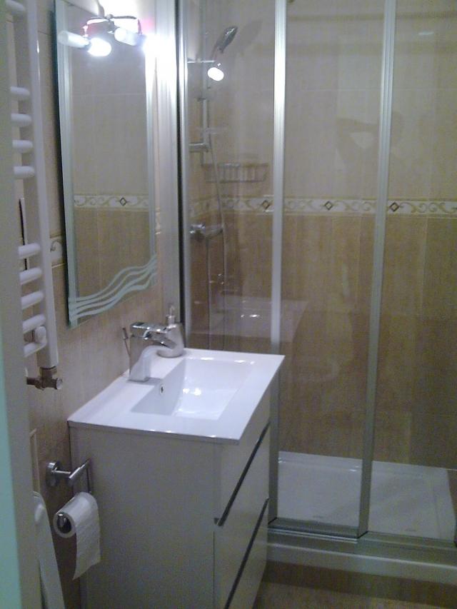 Reformarte altamirano instalaci n de tarima flotante en for Tarima plato ducha