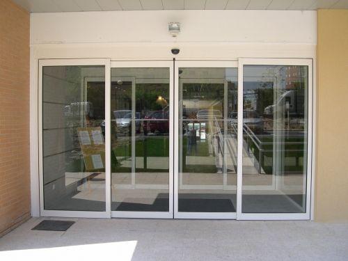 Manher automatismos venta de puertas autom ticas en madrid for Precio de puertas electricas
