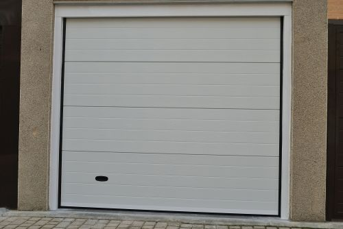 Empresa de venta instalaciones y reparaciones de puertas for Puertas abatibles garaje