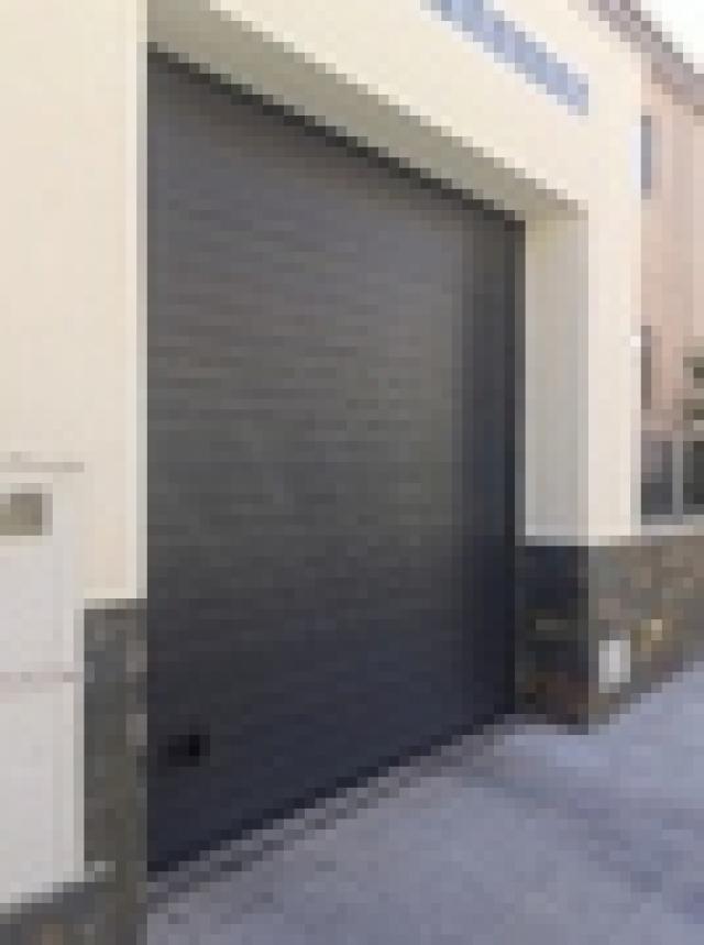 Empresa de venta instalaciones y reparaciones de puertas - Puertas abatibles garaje ...