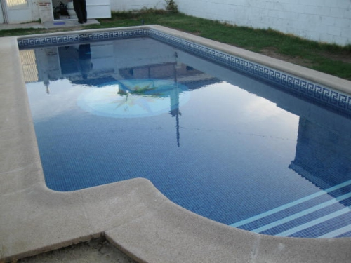 Piscinas pimat construcci n de piscinas a medida en madrid for Construccion de piscinas en madrid