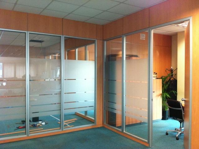 Aluminios dan cerramientos de cristal y aluminio en madrid for Puertas de cristal para oficina