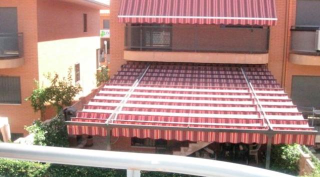 Persianas julio instalaci n de toldos para terrazas en for Persianas para terrazas