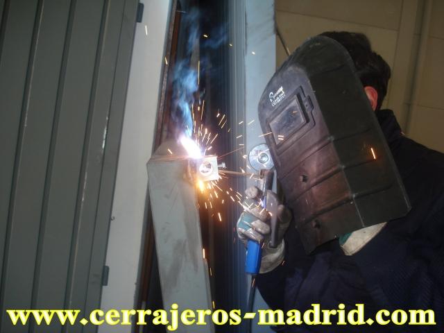 Cerrajero madrid cerraduras dierre madrid poner puertas for Cerrajeros salamanca 24 horas