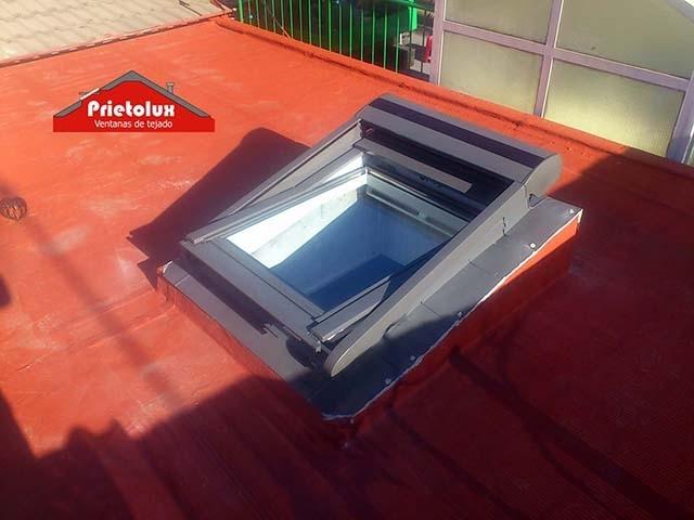 Prietolux ventanas de tejados velux en madrid empresa for Persianas velux precios