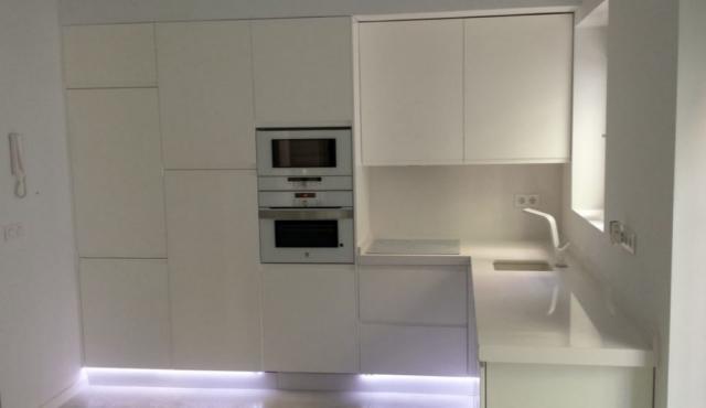 Luarco empresa de montaje y diseño integral de cocinas, en brillo formica, co...