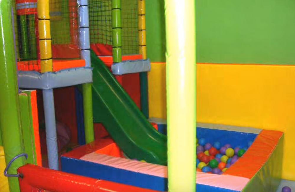 Parque infantil la pi ata local de alquiler para for Alquiler parque de bolas