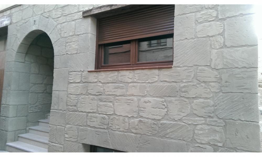 deco piedrasempresa de decoracin con piedra artificial en zaragoza decoracin rstica de fachadas - Piedra Artificial Decorativa