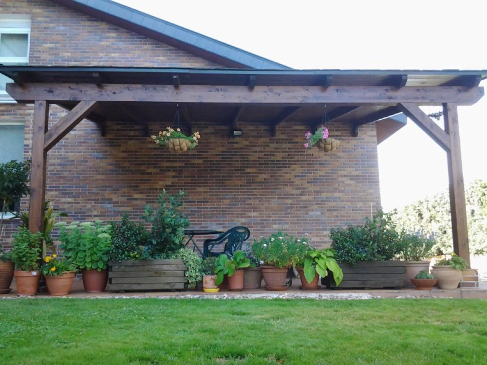 Madera casa y jard n construir porches de madera en for Casas con cobertizos