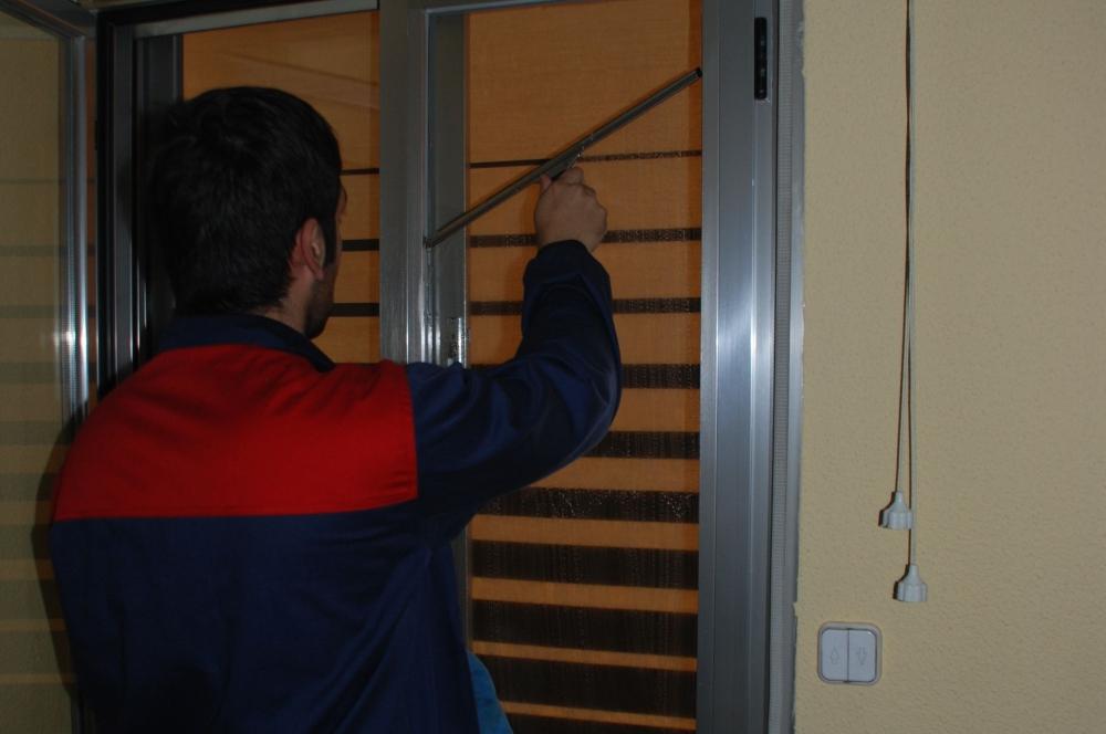 Primera imagen limpiezas empresa de limpieza de cristales for Empresas limpieza hogar madrid