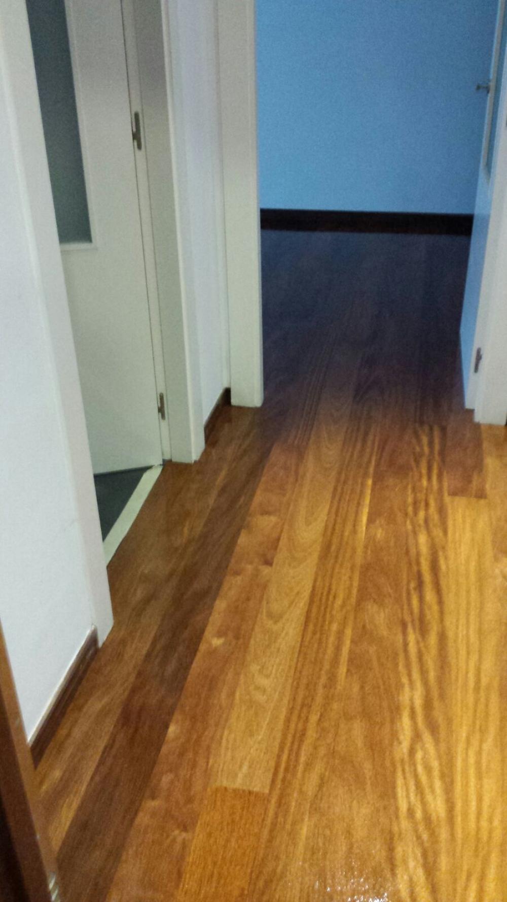 Acuchillados y barnizados contratar carpinteros a buen - Rellenar juntas piso madera ...
