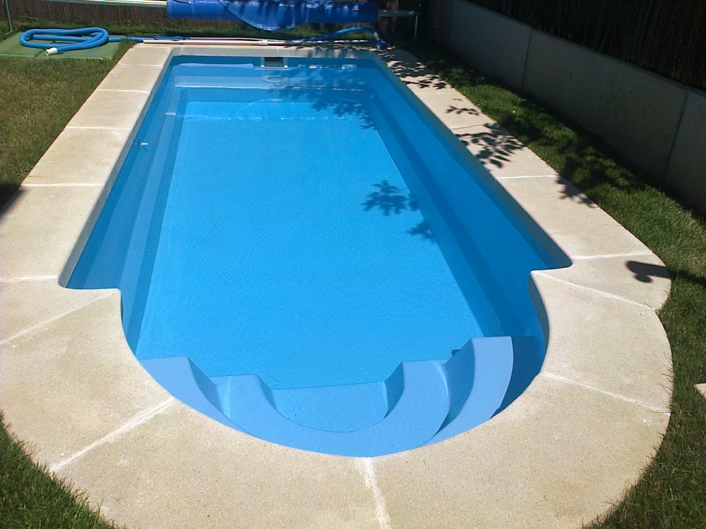 Comprar piscina de poliester cheap piscinas de polister for Ofertas piscinas poliester