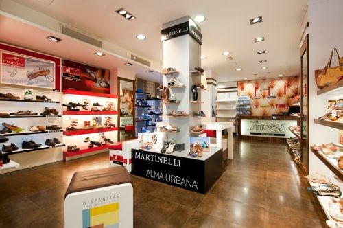 78a969557fa Zapatos de marca en el Barrio de Salamanca. Tienda de zapatos Hispanitas en  Madrid.