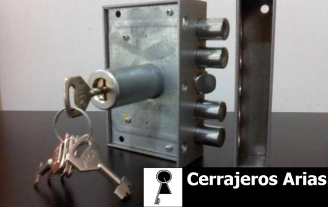 Desmontar manilla puerta aluminio cool arreglar la for Puerta que abre para los dos lados