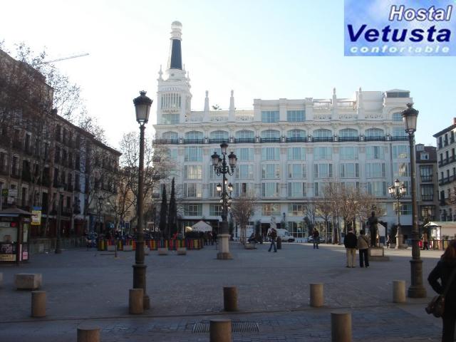 Hostal vetusta hostal econ mico en la plaza de santa ana for Alojamiento madrid centro